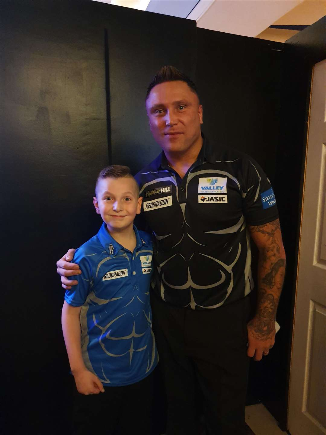 Harvey Stringer with Gerwyn Price. (32843354)