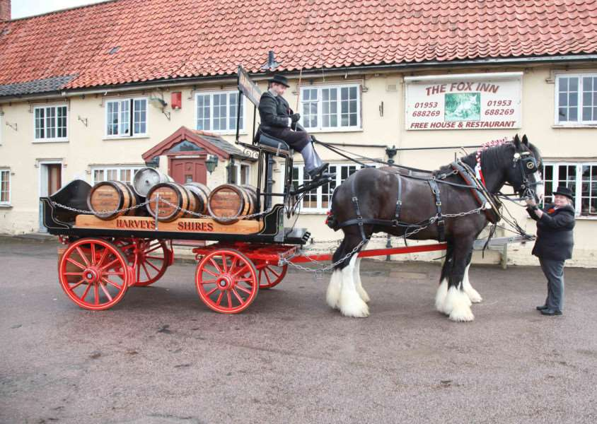 MDEP-08-10-2016-011 Fox Inn re-opens Garboldisham Horse & Dray deliver 1st barrel ANL-160910-160457005