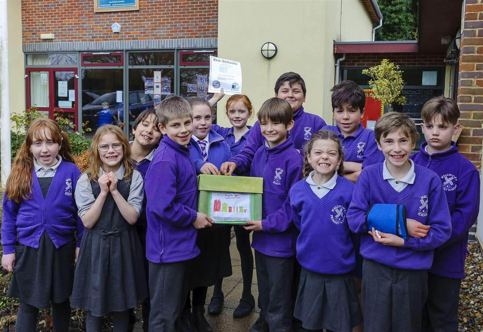 Pupils club together to win eco-award