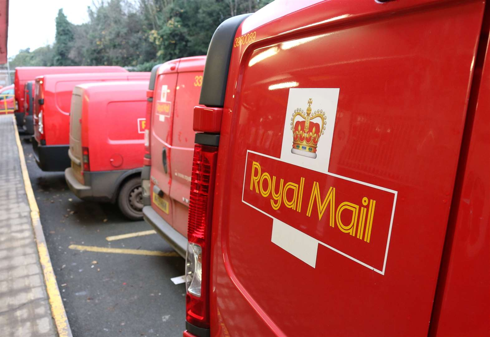 Royal Mail staff returns to work after strike