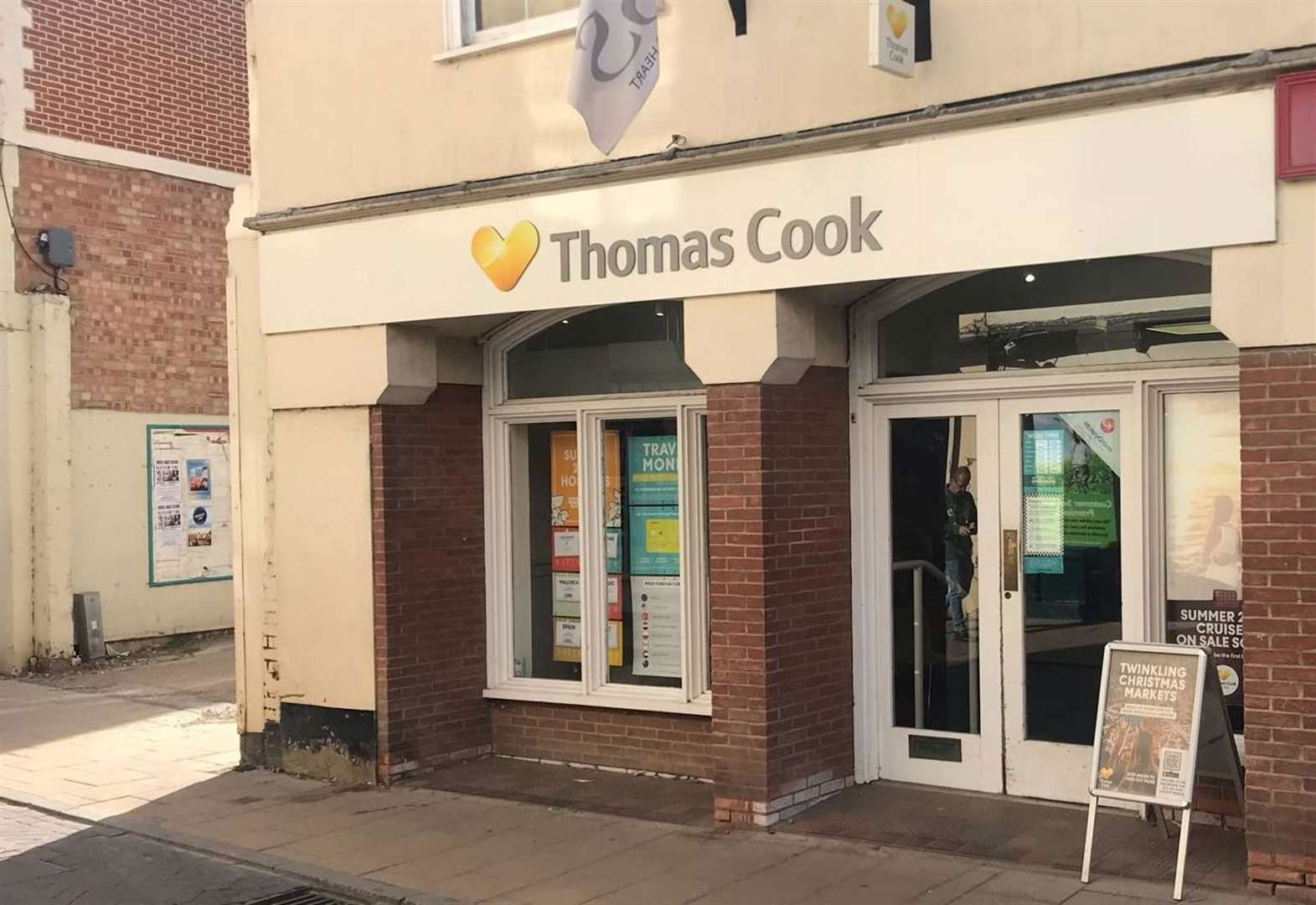Thomas Cook bids to reassure customers amid fears of collapse