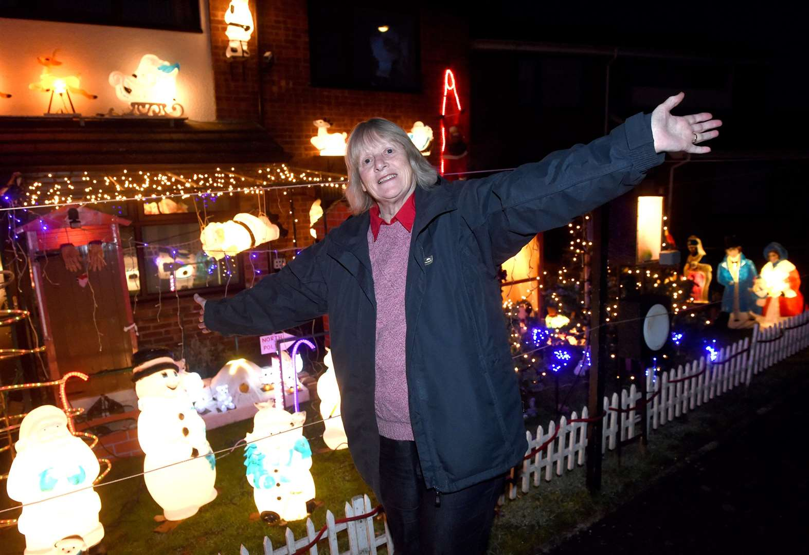 Harleston couple decks house in Christmas lights to raise funds for charity