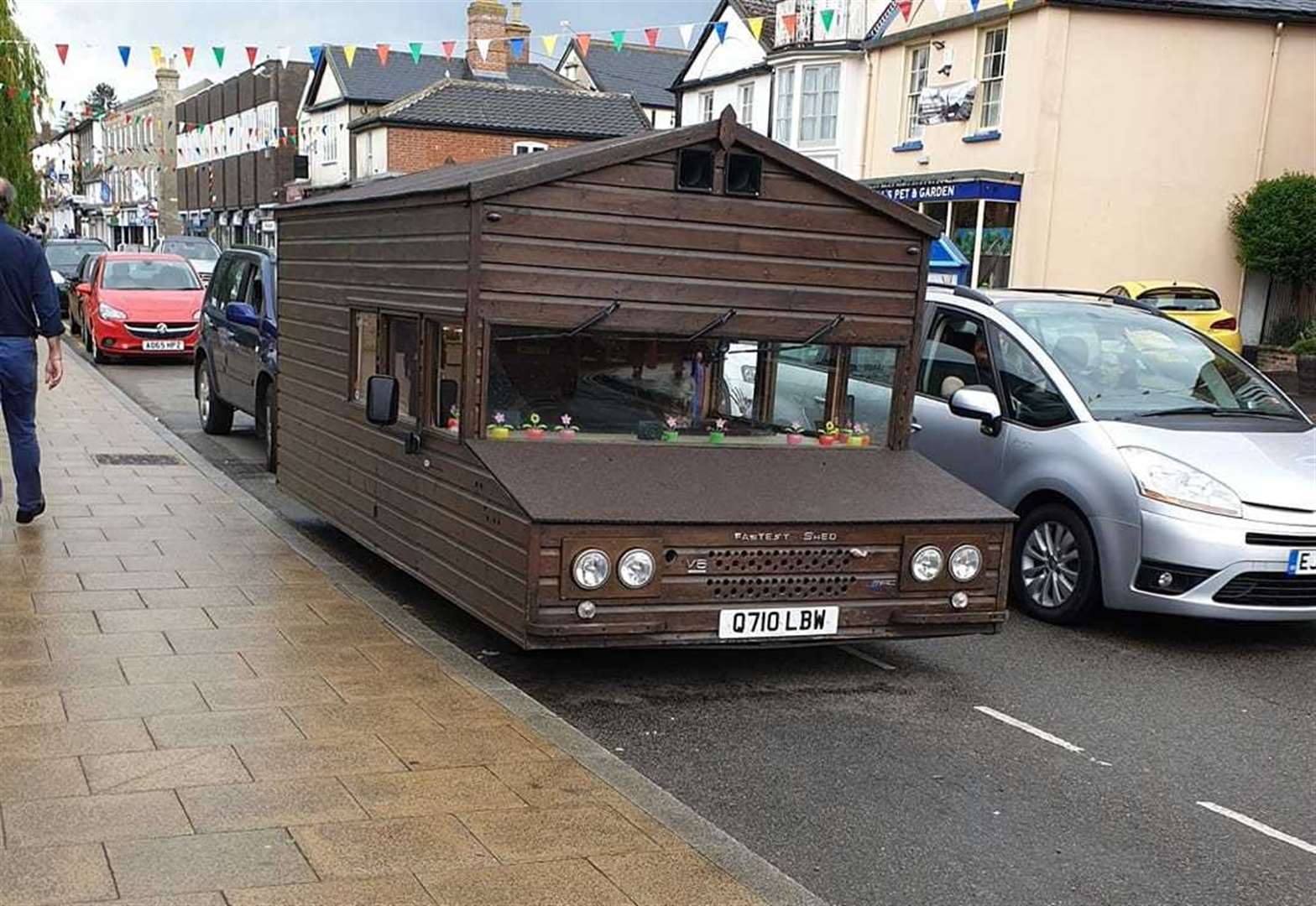 VIDEO: World's fastest shed on wheels spotted in Diss