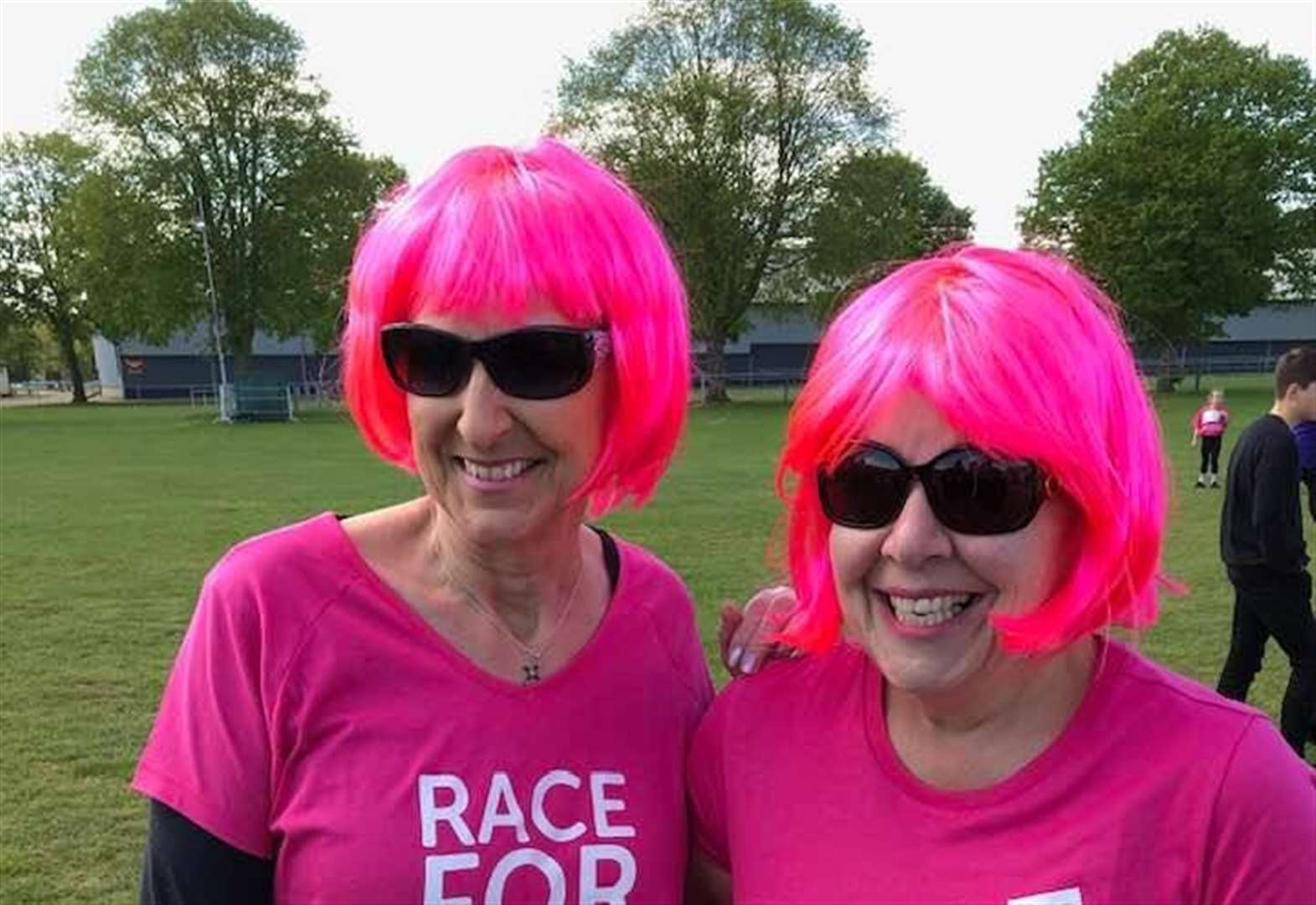 Slimmers team up for cancer charity walk