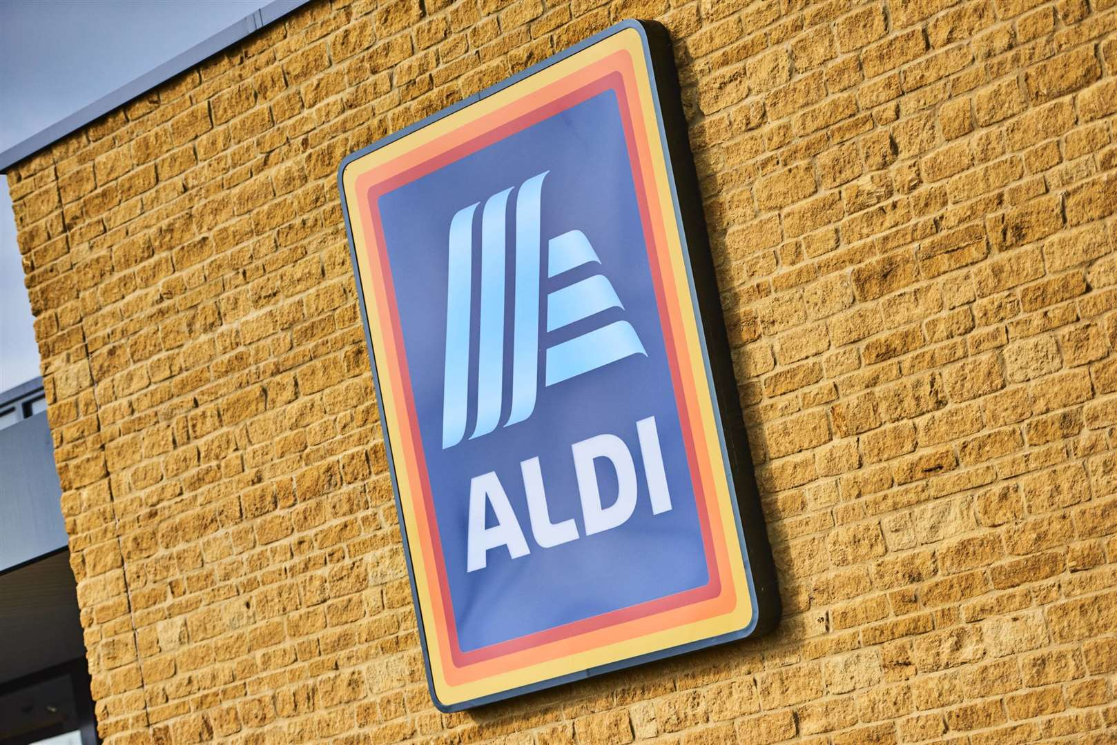 After being closed for almost two weeks, Aldi in Diss has reopened – with a transformed look to fit in with social distancing guidelines.