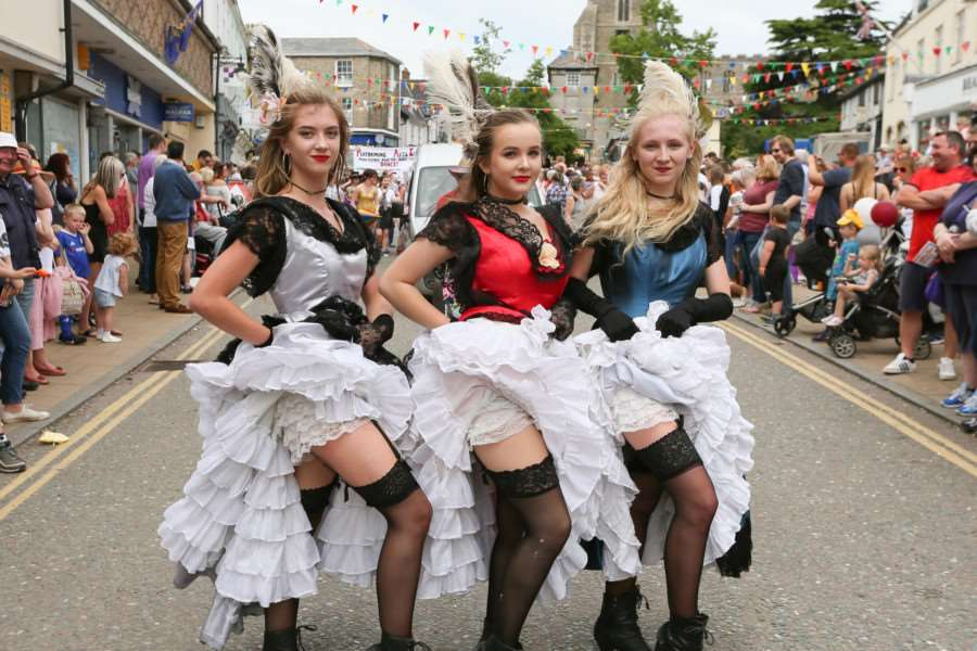 MDEP-11-06-2017-022. Can Can Dancers. Diss Carnival 2017