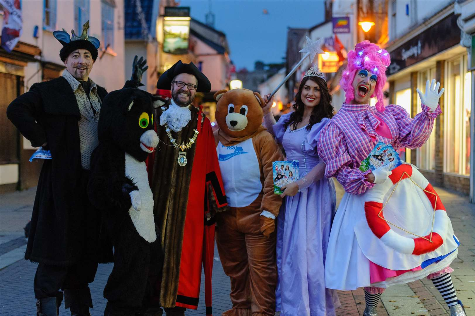 Diss Christmas Lights Switch On - The cast of Dick Whitington who are performing at the Corn Hall and Diss Town Mayor with Parky the Bear. ..Picture by Mark Bullimore Photography. (5594216)
