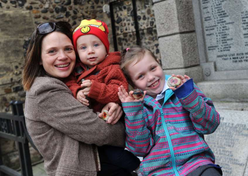 Penny Killian Anderson and her daughter, Livia (6), and son, Hugh (14 months), have been decorated stones for Remembrance Day and various schools in the area will be involved. '''''PICTURE: Mecha Morton