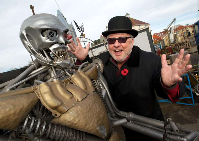 Diss, Norfolk. Pete Gillings with the scrap metal robot ANL-141231-110951001