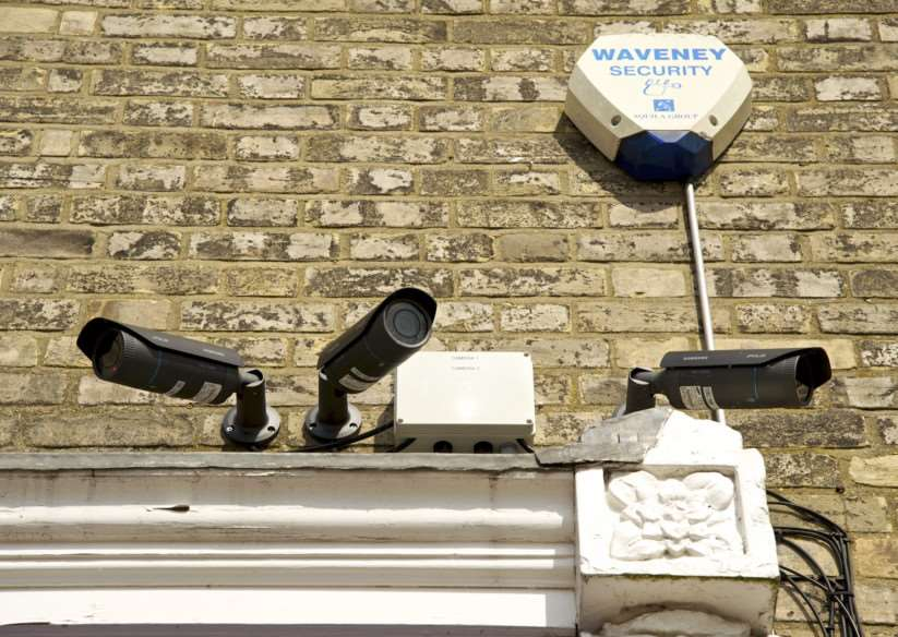 Diss, Norfolk. CCTV cameras on the EACH and BREAK shops in Diss ANL-140716-163227001