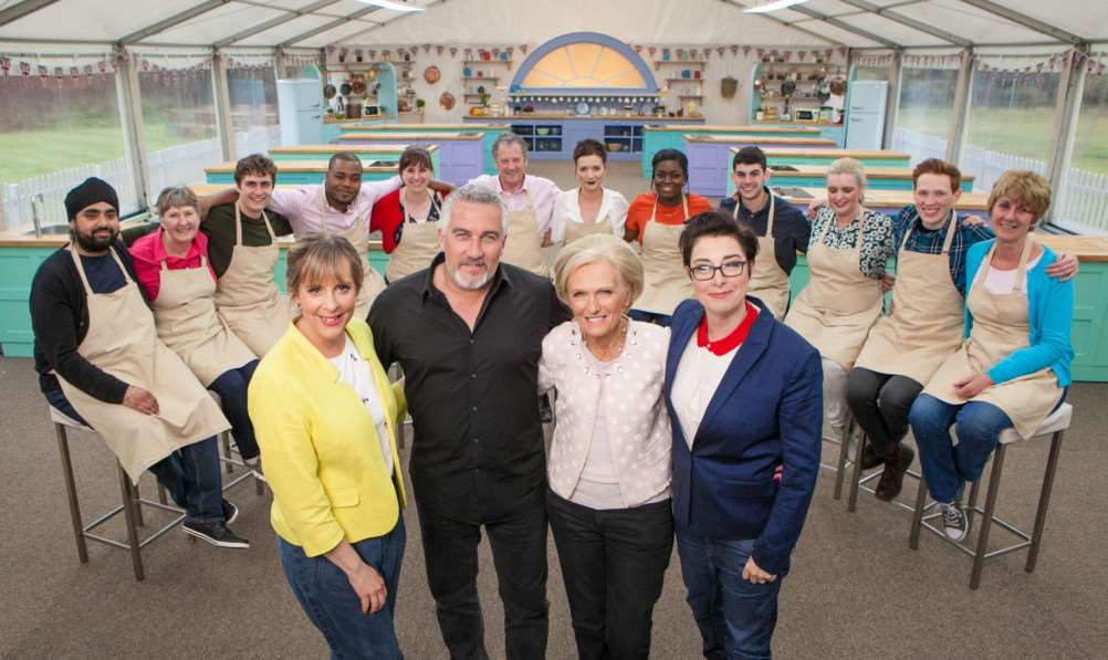 All the bakers with Mel Giedroyc, Paul Hollywood, Mary Berry and Sue Perkins.'Bakers left to right: Rav, Val, Tom, Selasi, Kate, Lee, Candice, Benjamina, Michael, Louise, Andrew & Jane'(C) Love Productions - Photographer: Mark Bourdillon BBC One
