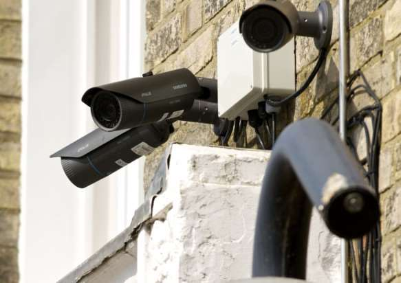 Diss, Norfolk. CCTV cameras on the EACH and BREAK shops in Diss ANL-140716-163143001