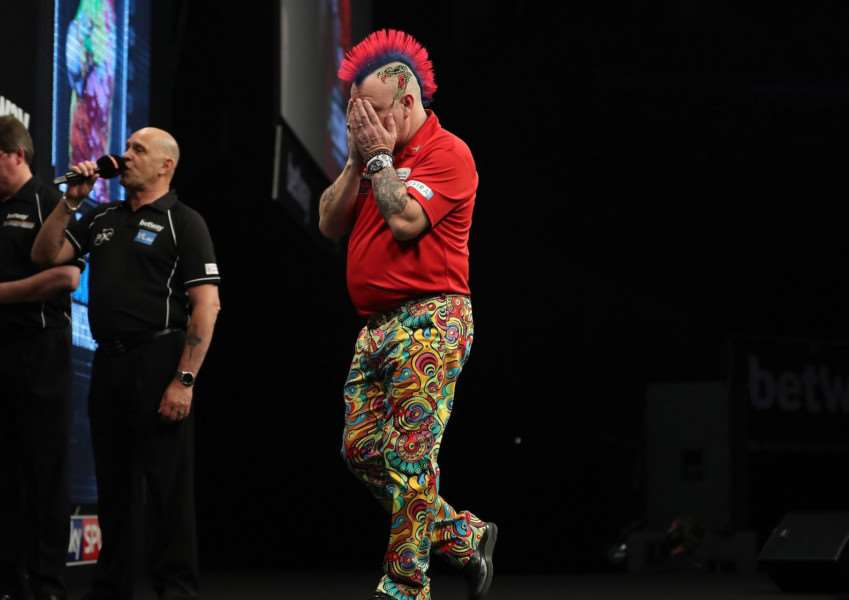 Peter Wright looks dismayed after fluffing his lines in the final. Picture: Lawrence Lustig