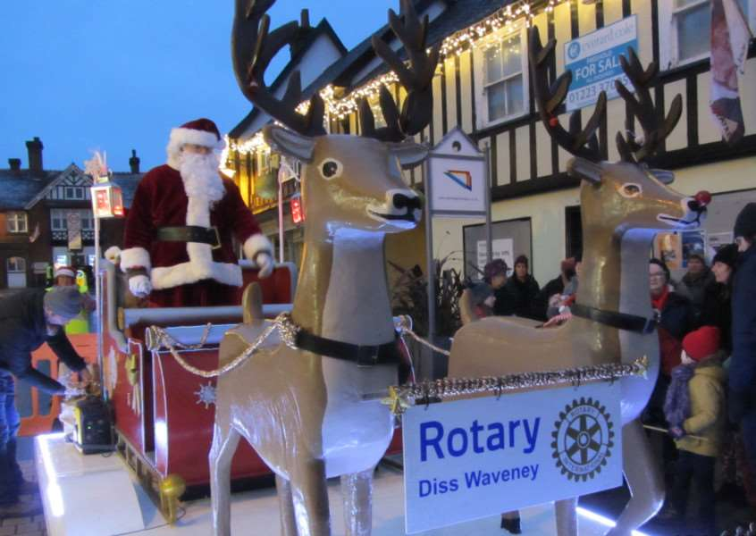 Rotarians defied the weather on Sunday for the St Nicholas Fair in Diss ' to make the town that extra bit festive ahead of Christmas.