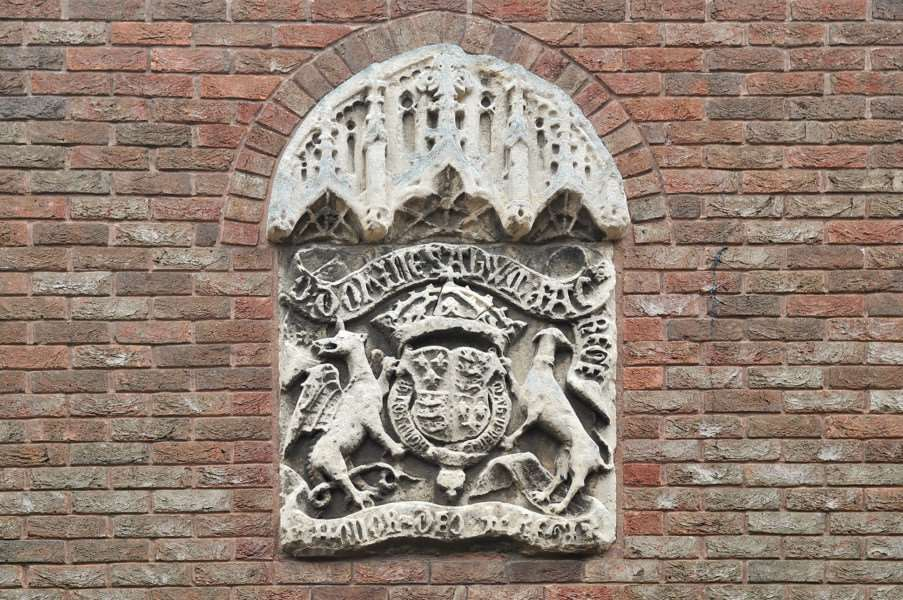The crest above the entrance to King's Lynn Court in College Lane. ENGANL00120120910143711
