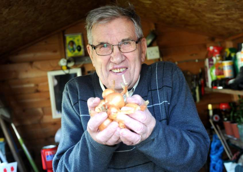Michael Burton is selling shallots to raise funds for the Poppy Appeal for the Royal British Legion. '''PICTURE: Mecha Morton