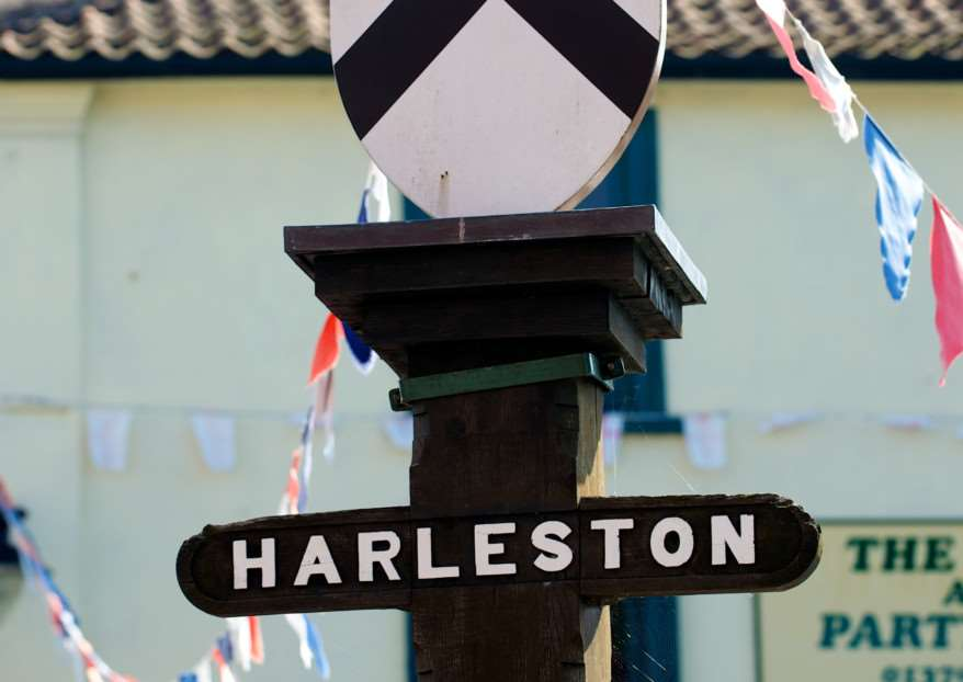 VILLAGE SIGNS - HARLESTON ENGANL00120121114181853