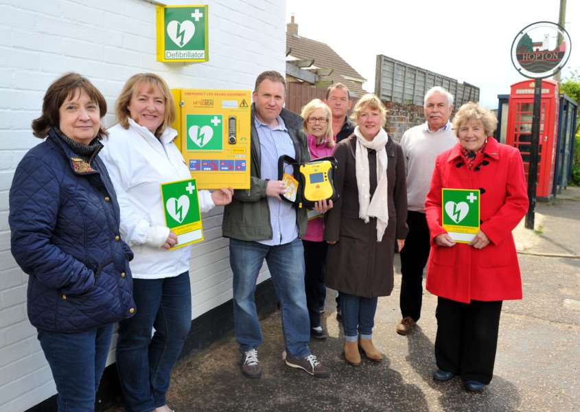 Stuart Turner and some of the Hopton villagers who funded a public defibrillator ANL-150519-224131009