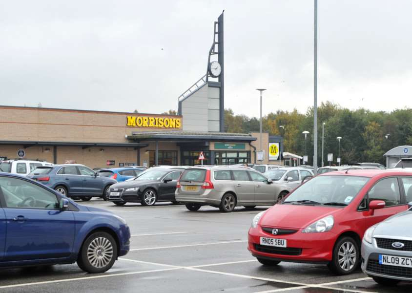 Parking in Diss - Morrisons ANL-151028-142102009