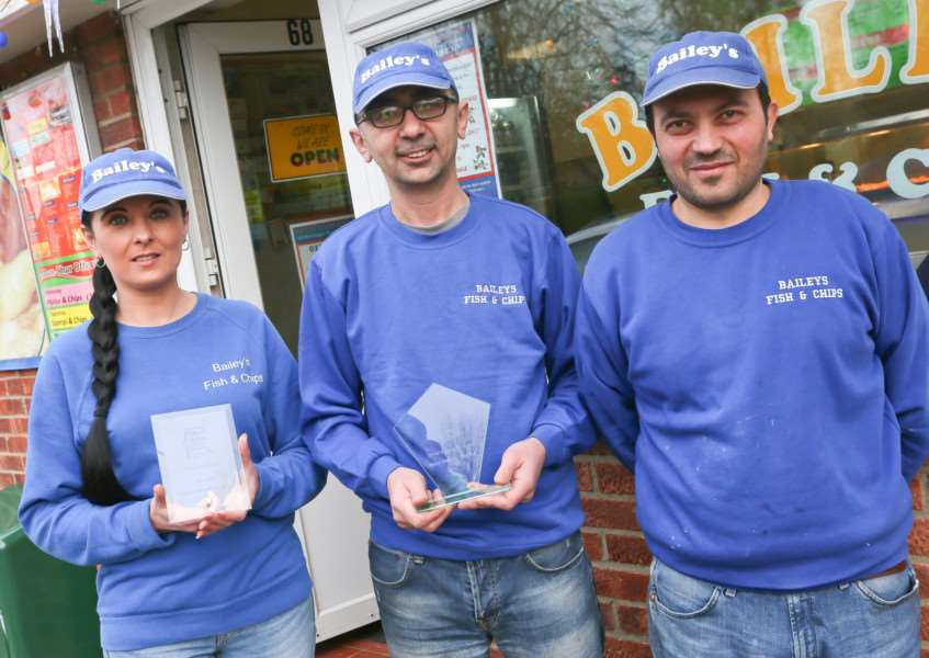 MDEP-09-12-2017-005 Cengiz Bolat (Centre) with his staff and awards at Baileys Fish & Chips