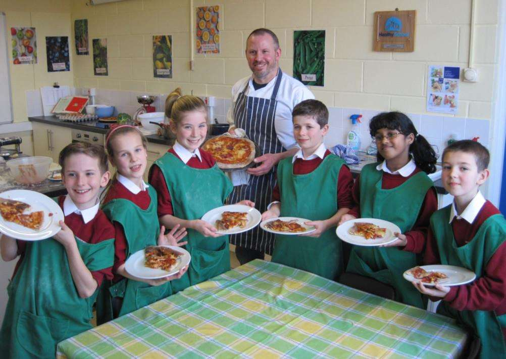Curriculum Kitchen is launched at Sir Robert Hitcham's School, Framlingham. Pictured are pupils with Suffolk chef Peter Harrison ANL-150126-162653001