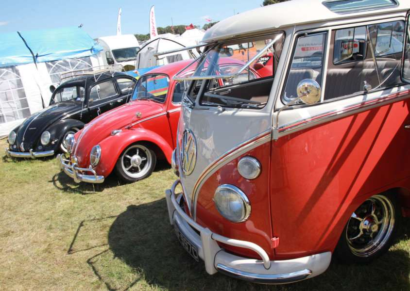 Beetles and a Splitscreen camper at the VW Whitenoise Festival ANL-160808-083638005
